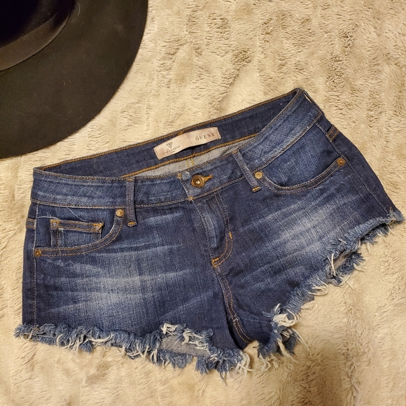 Mid-rise Guess Cut Off Shorts